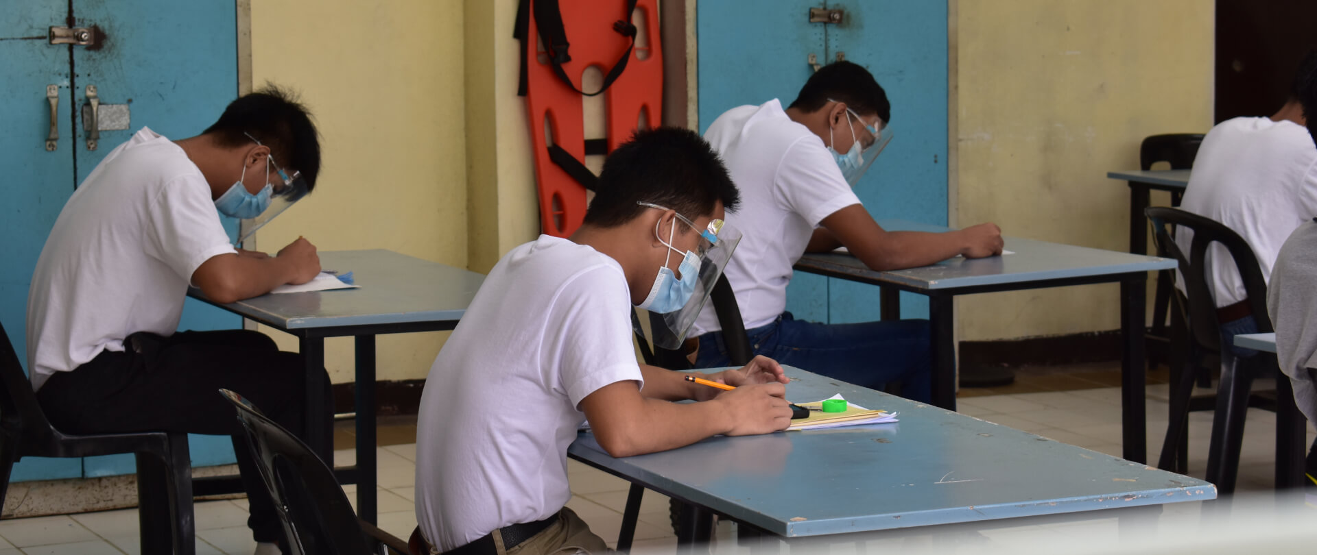 Dualtech students studying